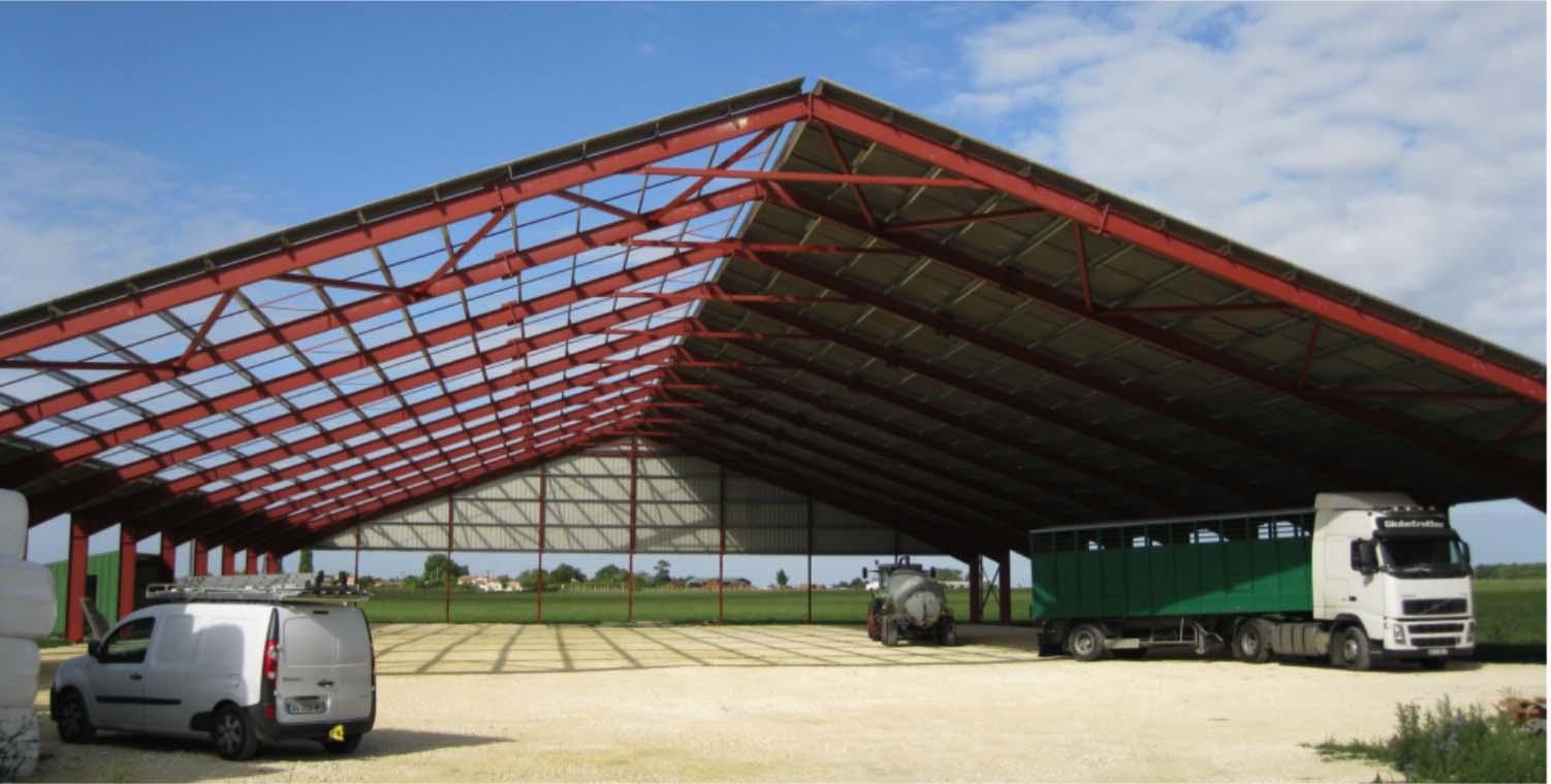 Bâtiment de stockage avec couverture photovoltaïque